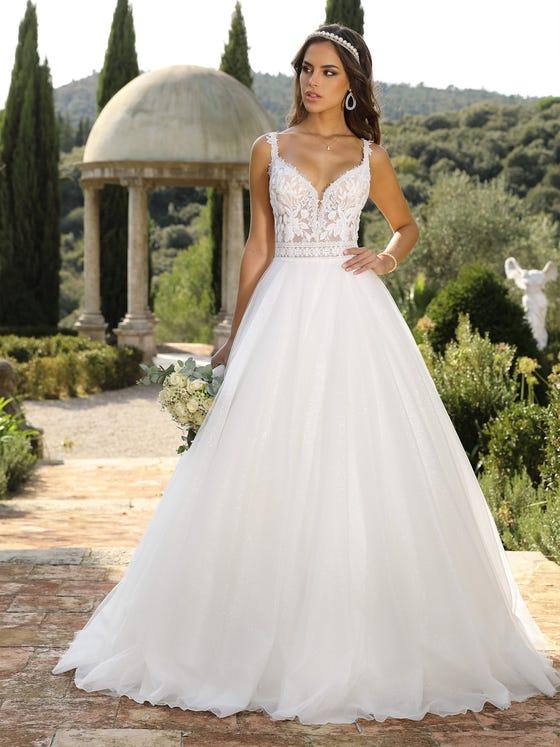 Vestido de novia princesa con escote de pico con espalda cruzada parte delantera