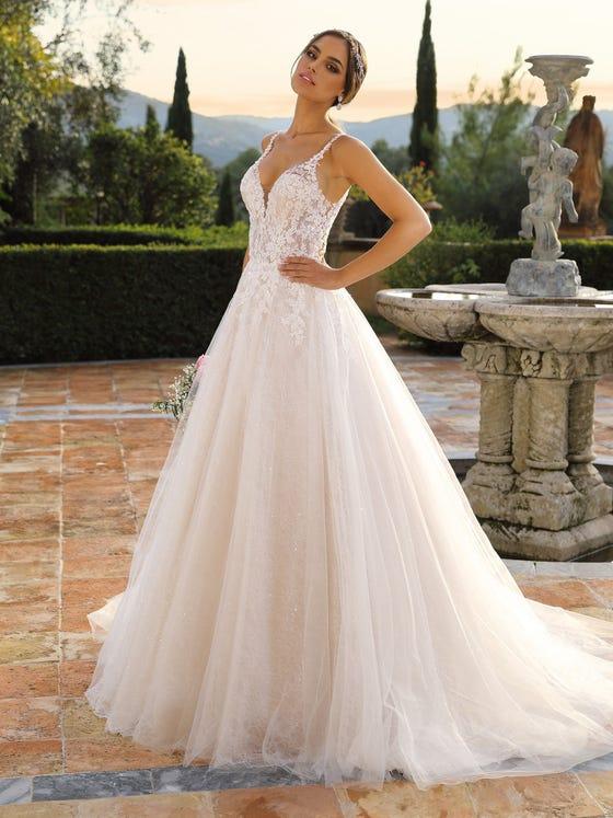Vestido de novia princesa y sin mangas con escote de pico parte delantera