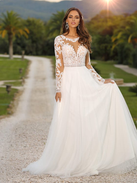 Vestido de novia corteena con mangas largas parte delantera