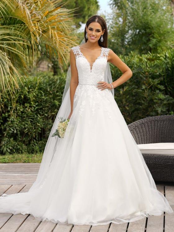 Vestido de novia princesa con escote de pico sin mangas parte delantera