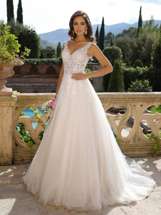 Vestido de novia corteena y con escote de pico parte delantera