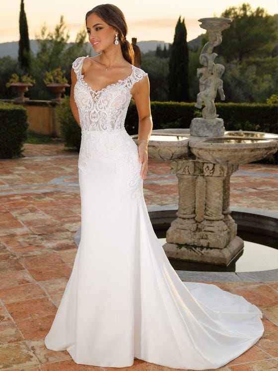 Vestido de novia sirena con mangas largas con escote de pico en crepe parte delantera