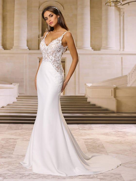 Vestido de novia sirena con escote de pico en crepe con espalda en pico parte delantera