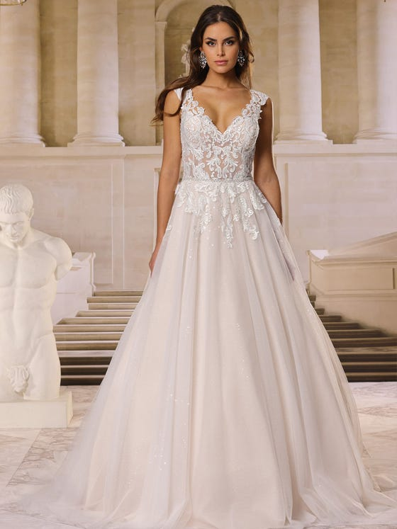 Vestido de novia corteena con escote de pico de tul encaje parte delantera