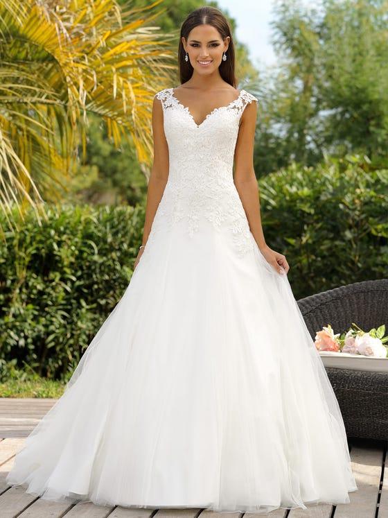 Vestido de novia de tul encaje corteena con escote de pico parte delantera