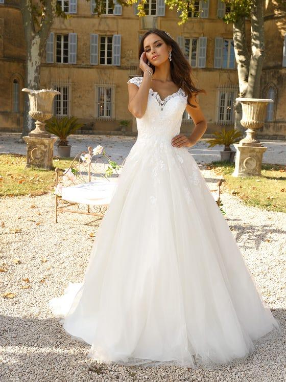 Vestido de novia corteena y escote en corazon parte delantera