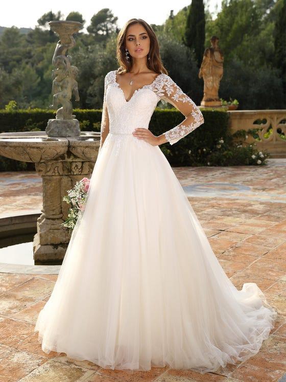 Vestido de novia corteena con escote de pico parte delantera